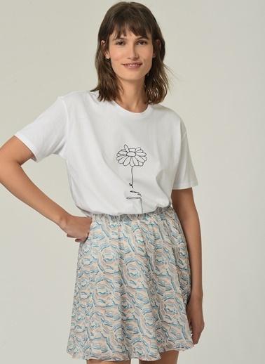 People By Fabrika Kadın Çiçek Baskılı  Tişört PFKSS21TS0039 Beyaz